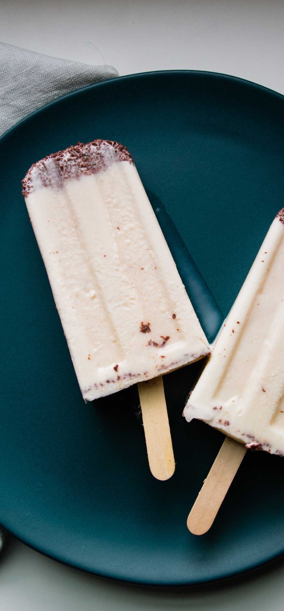 Refreshing and creamy popsicles that will entice Mint Chip ice cream lovers