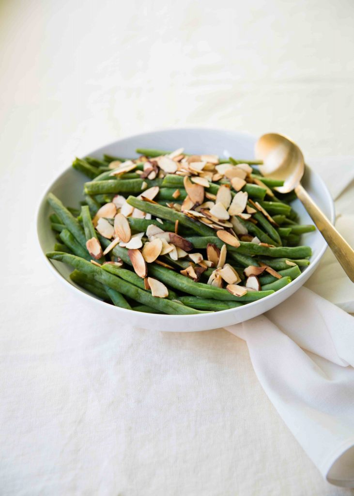 Jazz up green beans with this easy technique of bringing lemony flavor to Lemon Green Bean Almondine - anneliesz